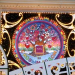 Москва эпохи конца света 2012. Красота улиц и витрин. Новый год и игрушки. Чудо, которое ждали, и ждут… Автор фото – председатель НСНБР А.Г.Огнивцев