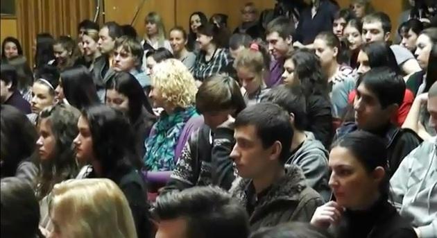 Современное искусство работы против наркотиков. Форум. Искусство здоровья студентов России. Участники форума - студенты Института современного искусства.