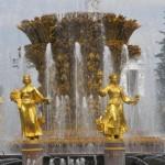 Mcrsi.ru: Вода, фонтан и Золотые женщины. Они охраняют Нефть. Картинки с выставки. Автор фото председатель НСНБР А.Г.Огнивцев.