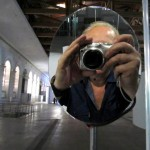 Создающий чувства в движении… Lexus HybridArt. Современное искусство в Манеже 09.08.2013г. после 19 часов. Автор фото председатель НСНБР А.Г.Огнивцев. IMG_5705