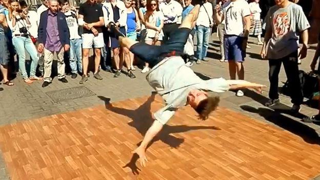 Mcrsi.ru: Уличные танцы на Арбате в Москве. Брейк Данс. 12.07.2014. Полнолуние. Автор фото председатель НСНБР А.Г.Огнивцев. 13072014_1