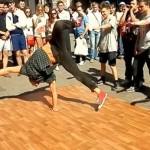 Mcrsi.ru: Уличные танцы на Арбате в Москве. Брейк Данс. 12.07.2014. Полнолуние. Автор фото председатель НСНБР А.Г.Огнивцев. 13072014_7