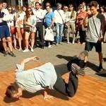 Mcrsi.ru: Уличные танцы на Арбате в Москве. Брейк Данс. 12.07.2014. Полнолуние. Автор фото председатель НСНБР А.Г.Огнивцев. 13072014_8